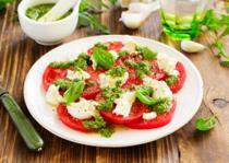 Sałatki i surówki z pomidorów