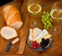 Letnie kanapki z serem i jeżynami: na śniadanie albo kolację