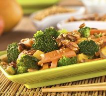 Sałatka z brokułów, mango i orzechów [SPRAWDZONY PRZEPIS]