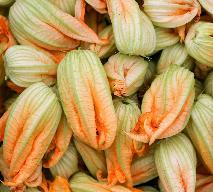 Jadalne kwiaty: przepis na nadziewane kwiaty cukinii