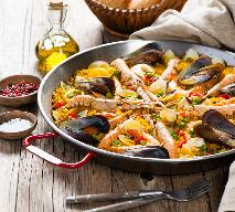 Paella z owocami morza: przepis Magdy Gessler