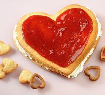 Serce na dłoni - przepis na walentynkowe ciasto w kształcie serca