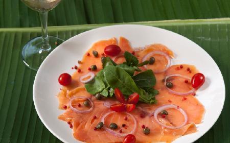 Carpaccio z łososia z menu beszamel