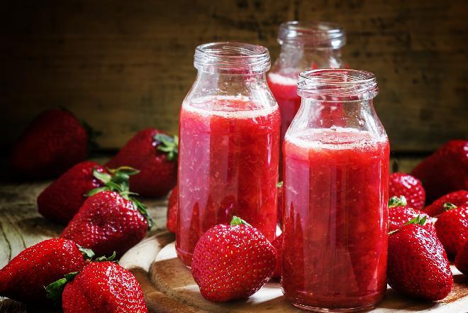 Domowy sok truskawkowy: sprawdzony przepis [WIDEO]