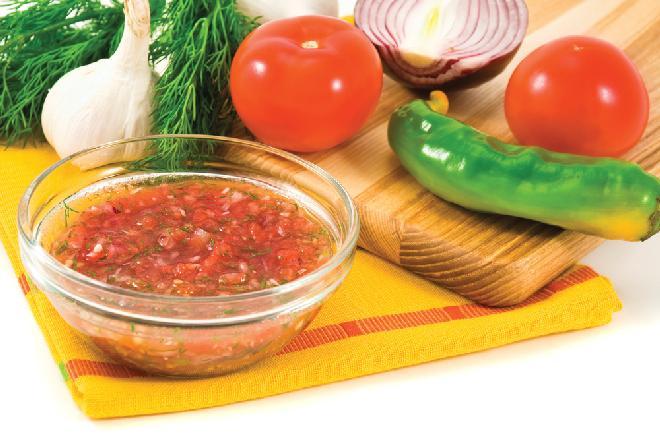 Szybka salsa dla leniwych - przepis na pyszny letni dip