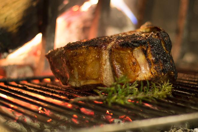 Jak rozpalić grilla? Jakiej podpałki użyć?