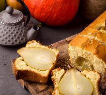 Kardamonowe ciasto z całymi gruszkami: z wrażenia gościom opadną szczęki
