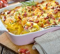 Zapiekanka z gotowanych i surowych ziemniaków oraz boczku: sprytny i tani obiad dla rodziny