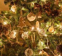 Pierniczki świąteczne: przepis na bożonarodzeniowe wypieki idealne na stół i do przystrojenia choinki