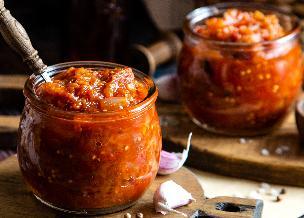 Wszechstronne duszone warzywa na zimę do słoików - idealna propozycja na bazę obiadową dla zapracowanych
