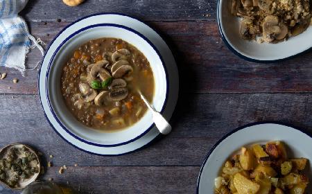 Pieczarkowa z soczewicą: przepis na wegańską zupę
