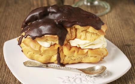 Waniliowe eklerki z kremem i czekoladą - prosty przepis na znakomite eklery