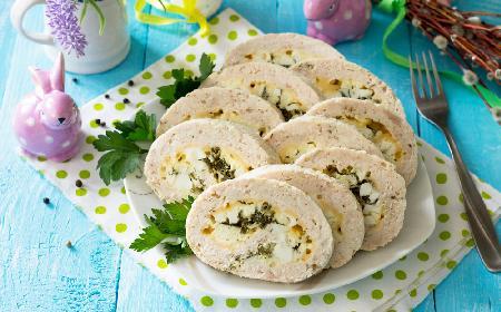 Wielkanocna rolada zawijana z mięsa mielonego nadziewana jajkami: pyszna i prosta przystawka