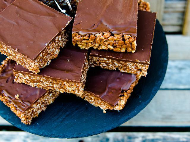 Kostka czekoladowa MARS: łatwy przepis na domowy deser z dmuchanego ryżu