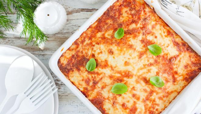 Zapiekanka z tartych ziemniaków i mięsa mielonego: instrukcja krok po kroku