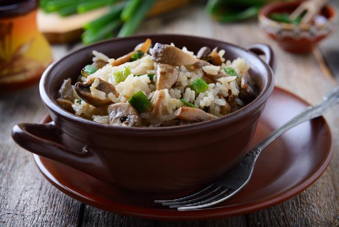 Pieczony ryż z pieczarkami w 5 minut: łatwy przepis na pożywne danie