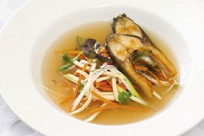 Zupa rybna z karpia [WIDEO]